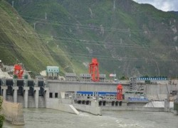 INDIA PLANS DAM ON BRAHMAPUTRA TO OFFSET CHINESE CONSTRUCTION UPSTREAM