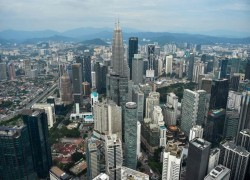 Uncertainty in politics, policymaking sours Malaysia's credit rating