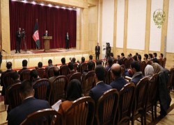 Afghanistan bars local government spokesmen from speaking to media