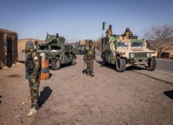 Afghan troops, police abandon nearly 200 checkpoints to Taleban