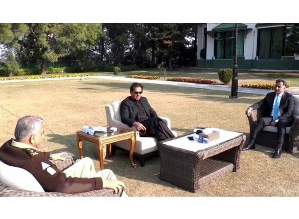 Army, ISI chiefs discuss national security with PM Imran