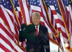 US Capitol attack: Trump impeachment looms as Republicans ponder his fate