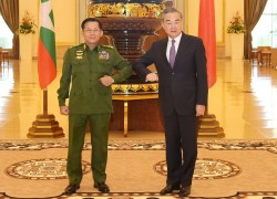 Myanmar military chief makes life awkward for Chinese foreign minister
