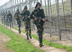 3 INFILTRATORS KILLED, 4 ARMY SOLDIERS INJURED ON LOC