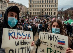 Protests for Navalny sweep Russia