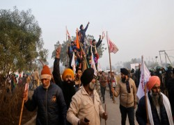 FARMERS TOPPLE POLICE BARRICADES AHEAD OF TRACTOR RALLY IN DELHI