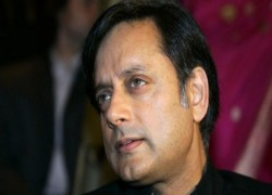TRACTOR RALLY IN DELHI: POLICE BOOK SHASHI THAROOR, 6 JOURNALISTS ON SEDITION CHARGES
