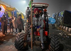 Fresh clashes deepen tensions at India farmer protests