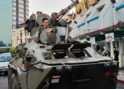 Tanks on streets of Myanmar city prompt US embassy warning