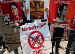 Myanmar junta charges Suu Kyi again to keep her under house arrest