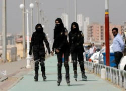 Pakistan police pop their roller-blades on to catch Karachi's criminals