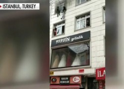 Mother throws children to safety from burning building in Istanbul