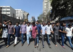 Bangladesh police fire rubber bullets, tear gas at new opposition protests