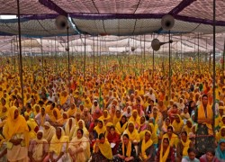 Thousands of Indian women join farmers' protests against new laws