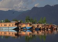 How pandemic may finally sink Kashmir's famous houseboats