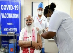India stumbles in race to vaccinate 300m by August