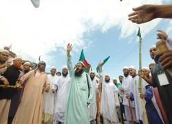 HEFAZAT-E-ISLAM DEMANDS WITHDRAWAL OF MODI INVITATION