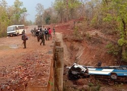 Five security personnel killed as Maoists blow up bus in Chhattisgarh