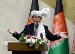 Afghanistan's president says will step aside if election is held