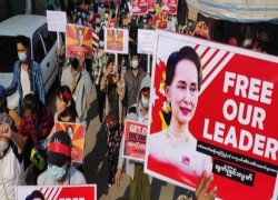 MYANMAR'S SUU KYI APPOINTS SIX MORE DEFENSE LAWYERS