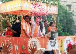 রোড শোতে অমিত শাহর প্রতিশ্রুতি, বিভাজনের রাজনীতির অভিযোগ মমতার
