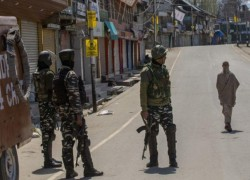 Indian and Pakistani intelligence officers held secret talks to break Kashmir stand-off