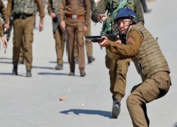 Keep your distance, Kashmir police tell media