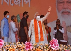 Modi under fire for campaigning as India reels from coronavirus deaths
