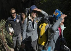 15 French volunteers leave cave after 40 days without daylight or clocks