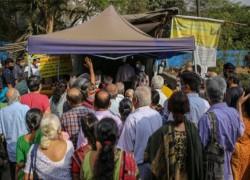 প্রতিবেশীদের ভ্যাকসিন সরবরাহ বন্ধ করেছে ভারত, চাহিদা পূরণে চীনের প্রতিশ্রুতি