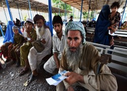 1.4m Afghan refugees begin receiving new smartcards