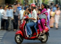 Indian economy at risk as Covid-19 pandemic shrinks country's middle class