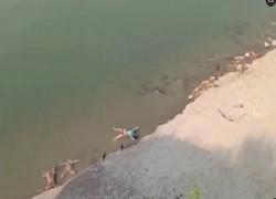 উত্তর প্রদেশে গঙ্গা নদীতে ভেসে উঠেছে আরো মৃতদেহ
