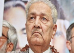 Dr Abdul Qadeer disappointed with PM Imran for not inquiring after his health