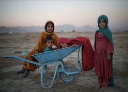 Donors pledge $1bn in aid for Afghanistan as UN warns of crisis