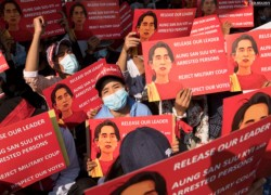 MYANMAR JUNTA VIOLATING DAW AUNG SAN SUU KYI'S RIGHTS BY HOLDING HER IN SECRET LOCATION: LEGAL EXPERTS