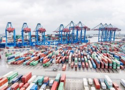 Chinese shipping company COSCO acquires 35% stake in Hamburg terminal