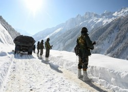 China-India border row: 'troops set to stay put' and tough out winter