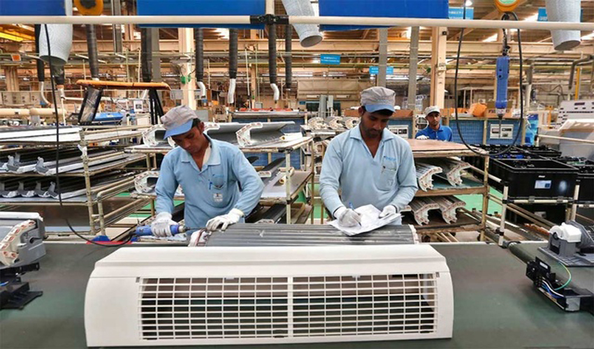 workers-assemble-air-conditioners-040920-01